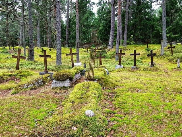Aegna ekskursioon . ajalooline kalmistu