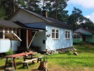Sinine villa, kus suvepäevalised magada saavad