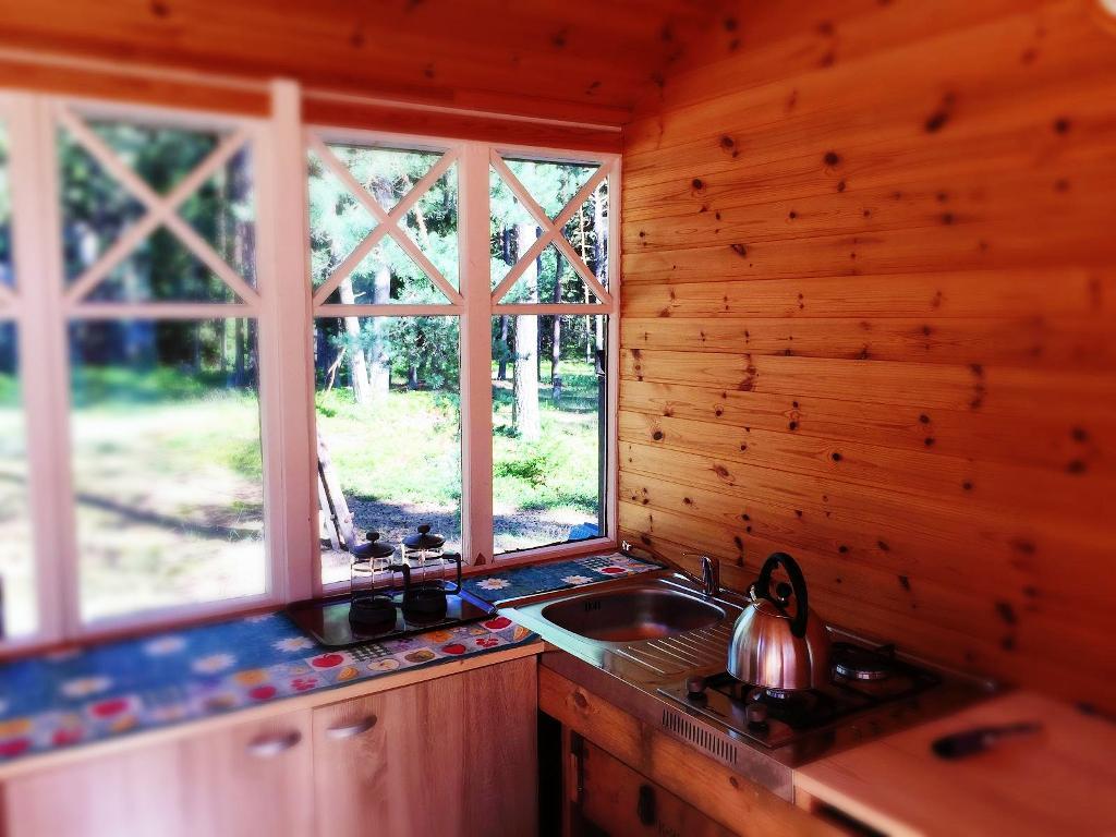 majutus-naissaarel-villades-puhkemaja-köök